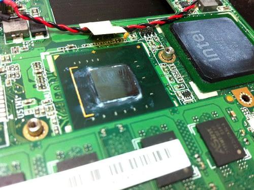 Вид компонентов: процессор и чипсет.